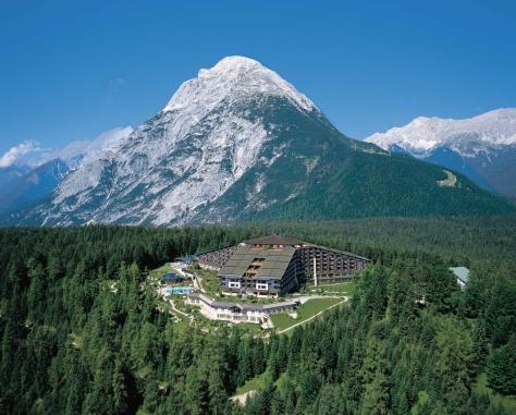 Aussenansicht_Interalpen-Hotel_Tyrol